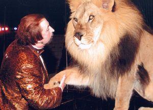 Николай Сквирский со львом